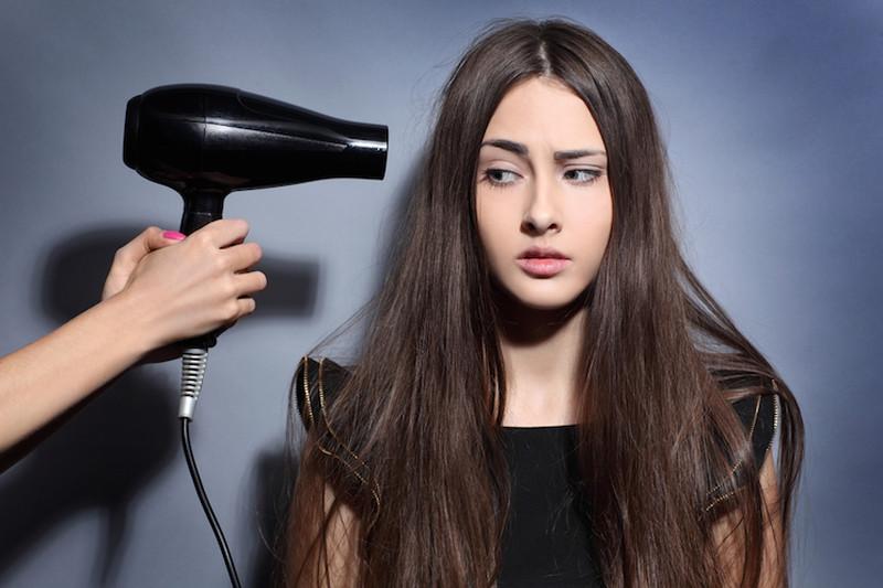 دلیل اصلی ریزش مو در زنان چیست