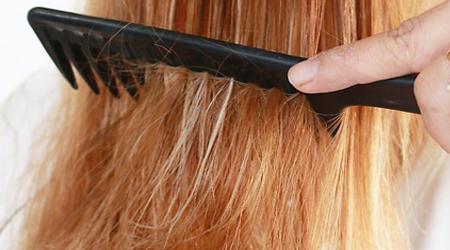 یک درمان طبیعی برای خشکی مو