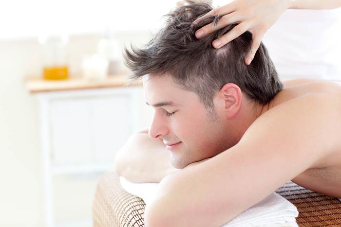H 2012 1 - 8 راه خانگی برای جلوگیری از ریزش موها