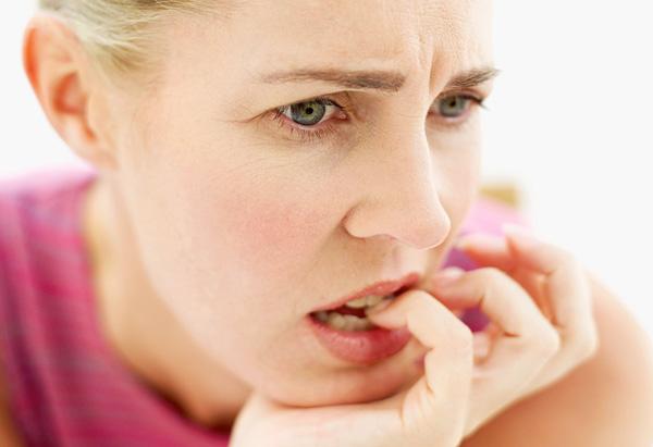 anxious woman 1 - توقف ریزش مو با ماساژ سر