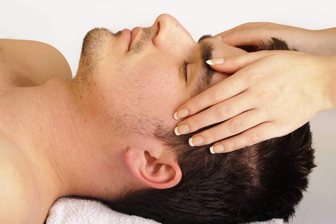 ماساژ کف سر چگونه از ریزش مو جلوگیری میکند؟