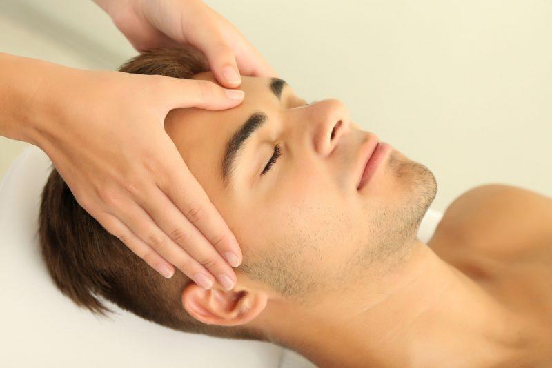 scalp massage for hair growth  800x534 - آیا ماساژ سر می تواند سبب توقف ریزش مو شود؟